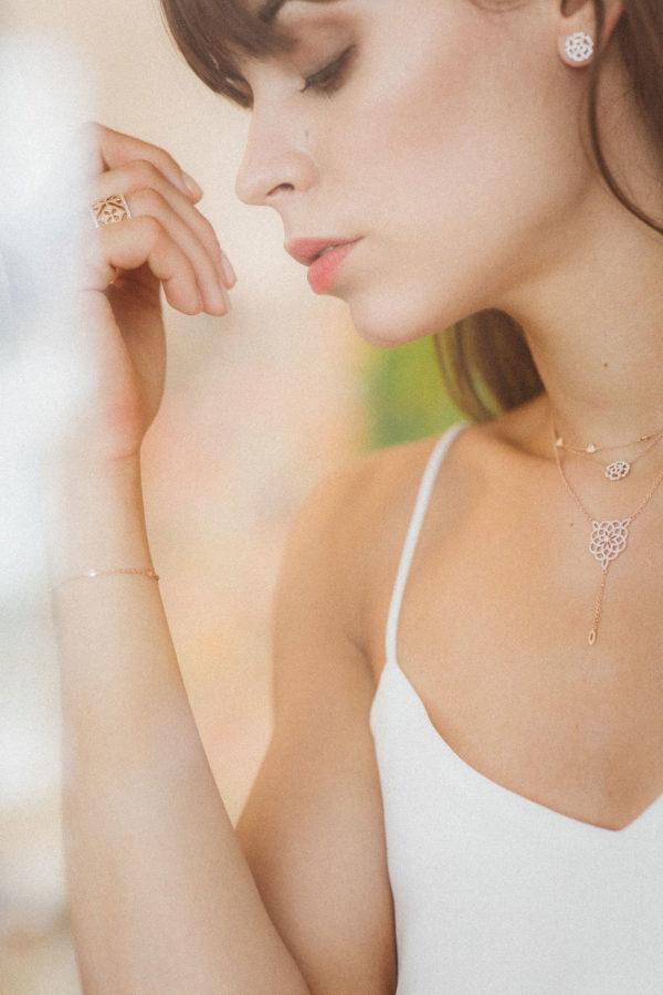 Collier en Or blanc 18K serti diamants HSI