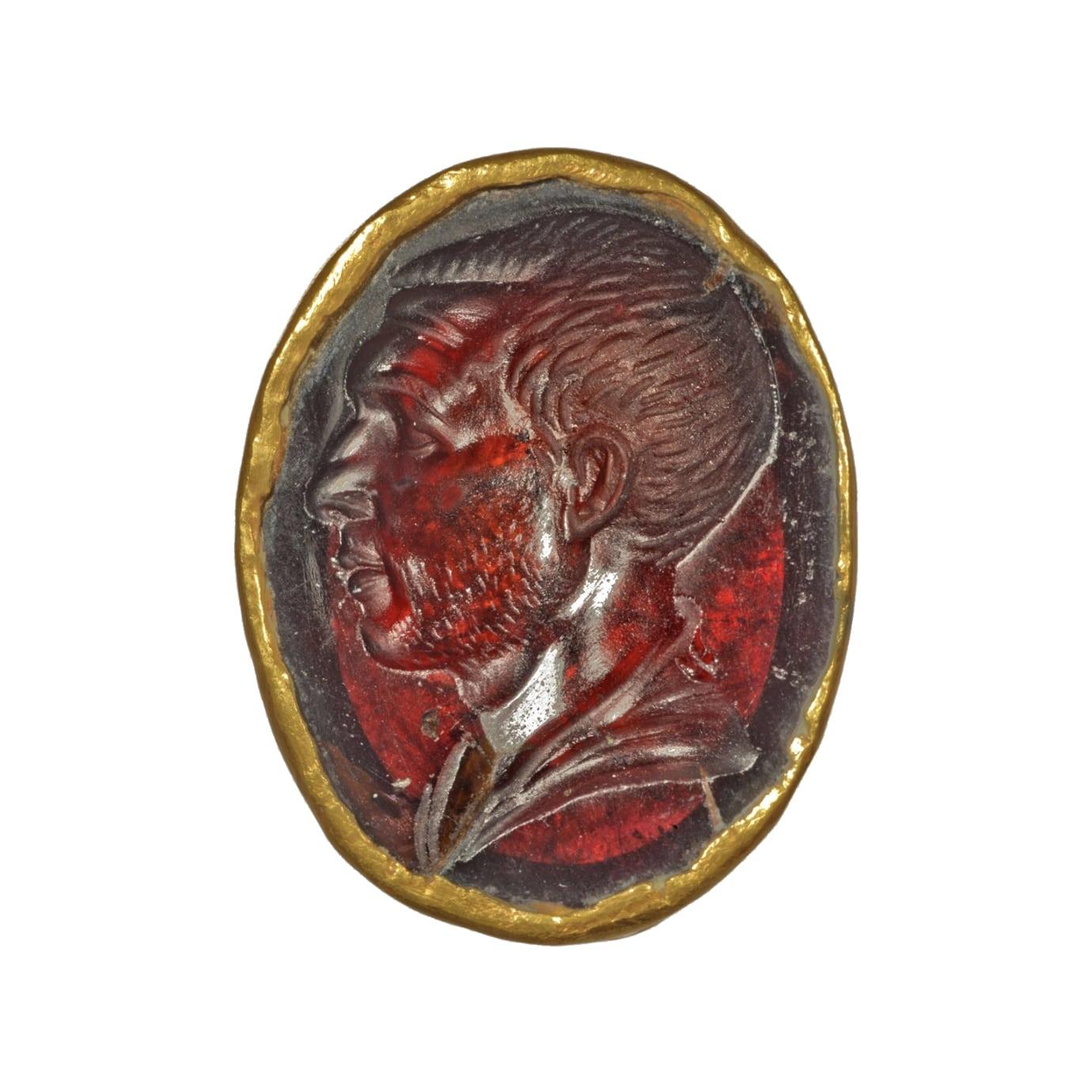 Bague ornée d'une intaille romaine