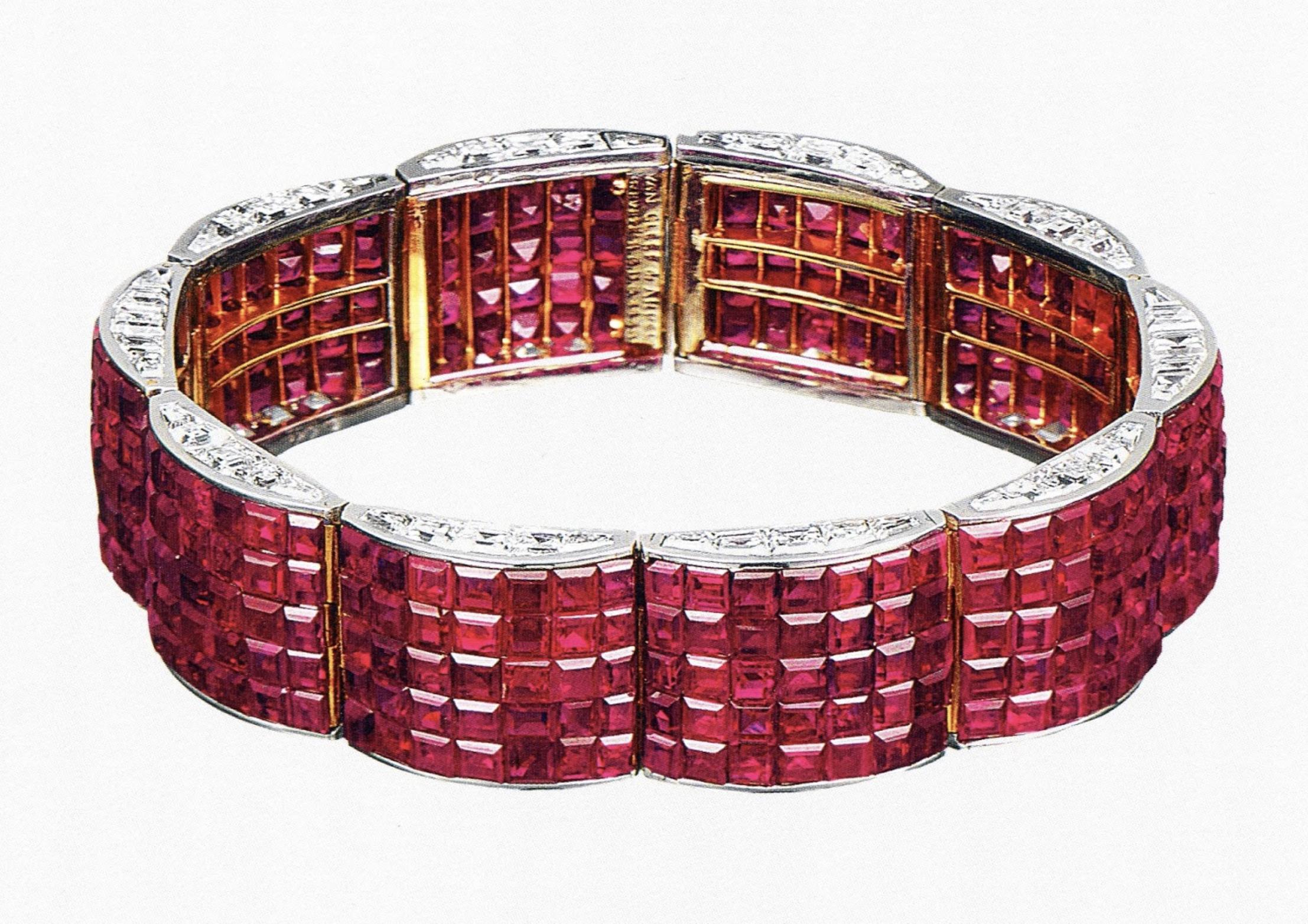 Bracelet de rubis Serti Mystérieux TM de la maison Van Cleef & Arpels