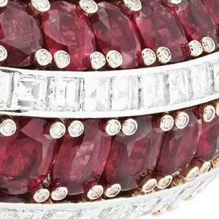 Montre joaillerie avec rubis en sertis clous